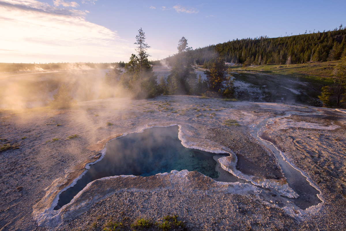 Blue Star Geyser, Wyoming, yellowstone national park, photo